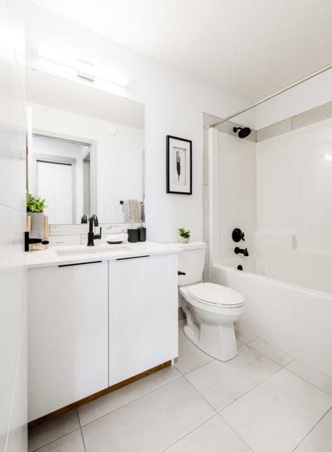 Wexford Main bathroom Morrison Homes Glenridding Web 12